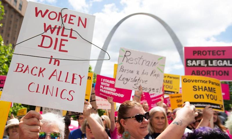 Protesters rally in support of Planned Parenthood in St Louis, Missouri, on 30 May.
