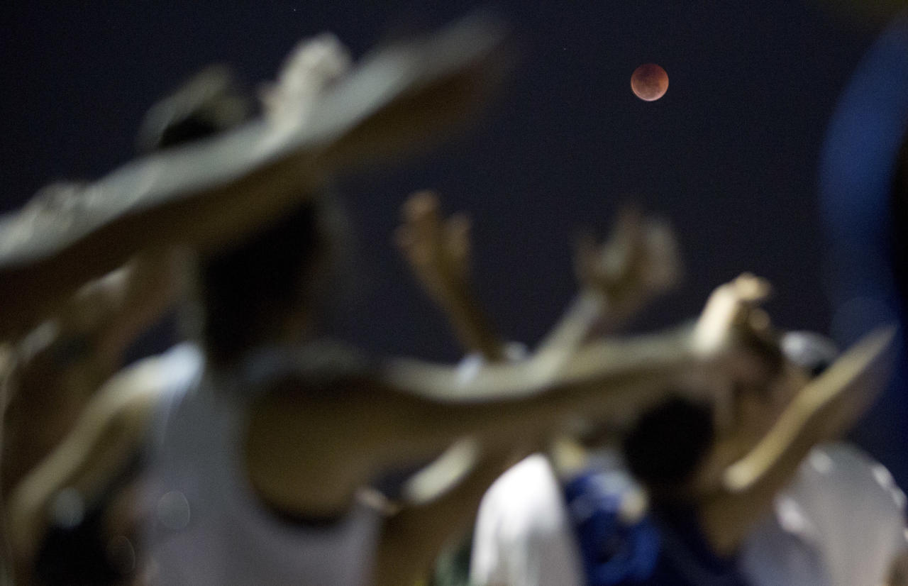<p>A blood moon rises at Arpoador beach in Rio de Janeiro, Brazil, Friday, July 27, 2018. (Photo: Silvia Izquierdo/AP) </p>