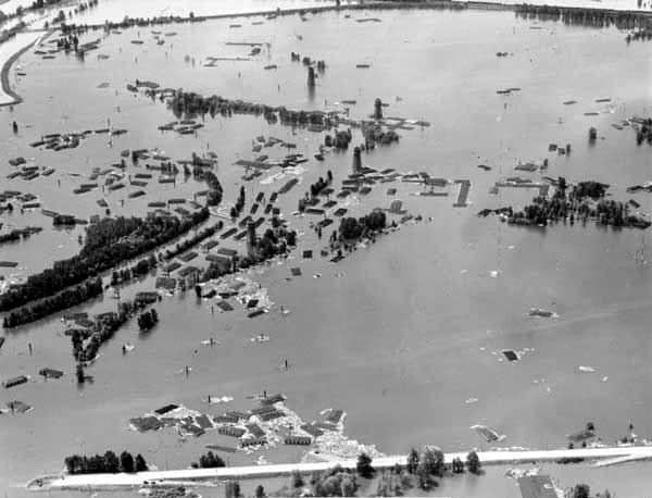 Aerial view of the Vanport flood, looking west from North Denver Avenue on June 15, 1948