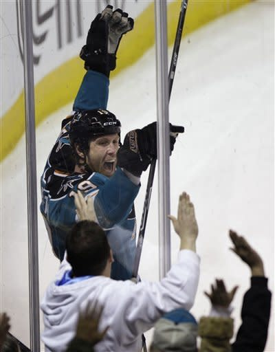 Thornton scores 2, Sharks beat Blue Jackets 6-0