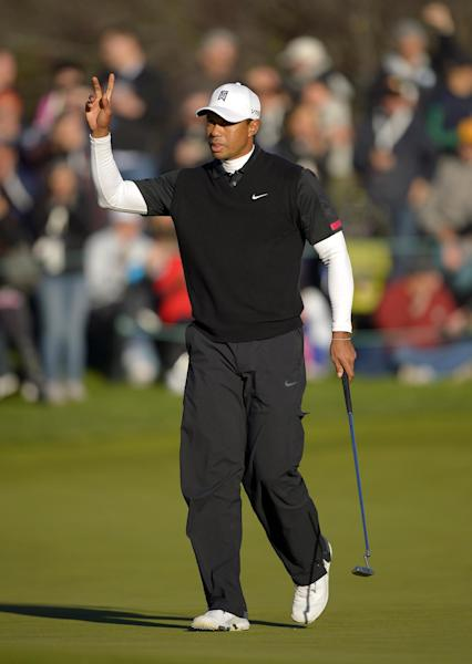 Tiger Woods acknowledges fans after making a birdie putt on the 18th green during the third round of the Northwestern Mutual World Challenge golf tournament at Sherwood Country Club, Saturday, Dec. 7, 2013, in Thousand Oaks, Calif. (AP Photo/Mark J. Terrill)