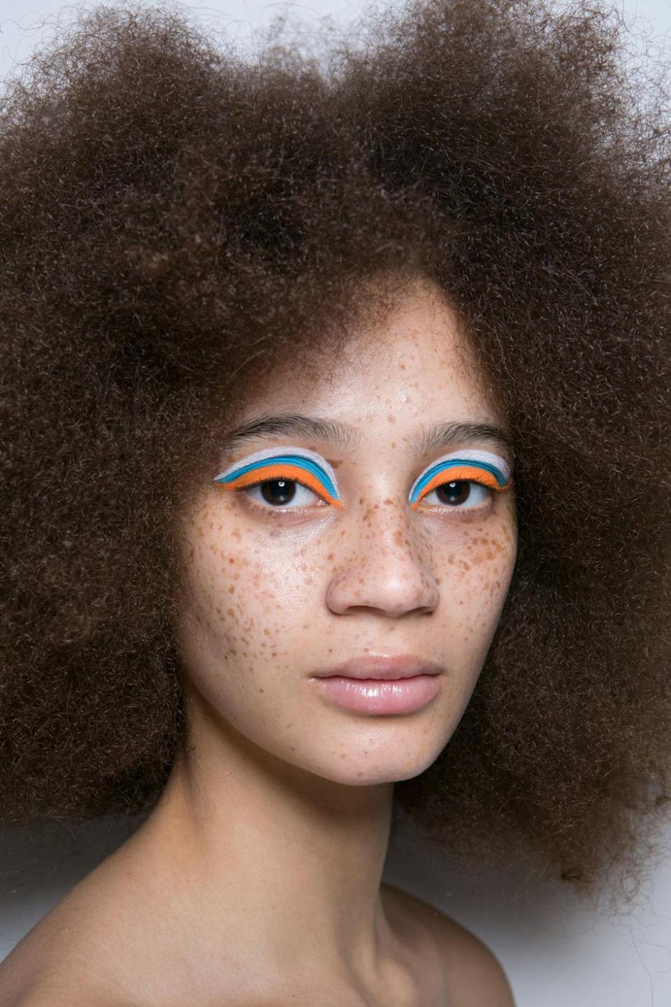 <p>It's not often a beauty look leaves us nearly hypnotized. Which is what makes the wild, fun, and visually striking striped eye look at Emilio De La Morena so special.</p>