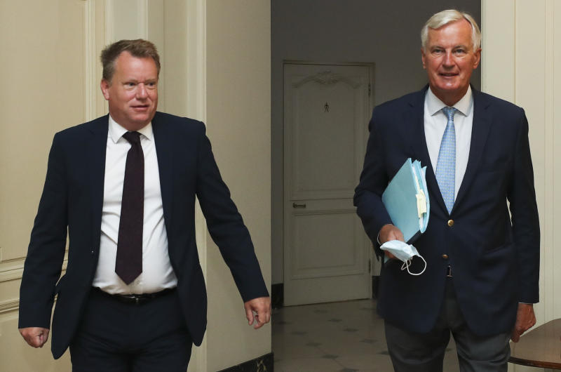 Britain's chief negotiator David Frost (L) and EU's Brexit negotiator Michel Barnier arrive for a working breakfast after a seventh round of talks, in Brussels on August 21, 2020. (Photo by YVES HERMAN / POOL / AFP) (Photo by YVES HERMAN/POOL/AFP via Getty Images)