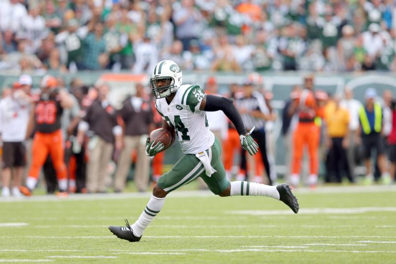 FILE - In this Sept. 13, 2015, file photo, New York Jets corner back Darrelle Revis runs with the ball after recovering a fumble against the Cleveland Browns during an NFL game at MetLife Stadium in East Rutherford, N.J. (AP Photo/Brad Penner, File)