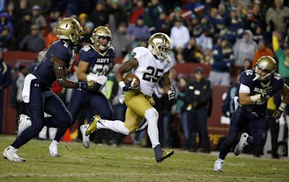 Notre Dame running back Tarean Folston (25) runs away from Navy safety Parrish Gaines (2), linebacker Daniel Gonzales (58) and safety George Jamison (42) for a touchdown during the second half an NCAA college football game, Saturday, Nov. 1, 2014, in Landover, Md. Notre Dame won 49-39. (AP Photo/Alex Brandon)
