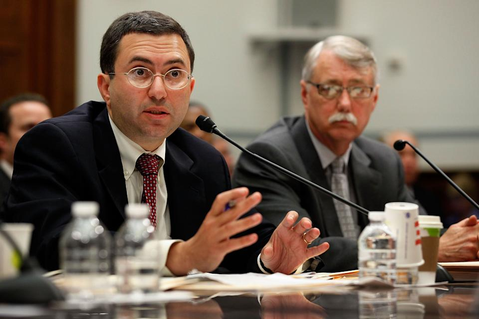Principal Deputy Food and Drug Administration Commissioner Joshua Sharfstein (left) and Acting Associate FDA Commissioner for Regulatory Affairs Michael Chappell testify May 27, 2010, before the House Oversight and Government Reform Committee on a voluntary recall of over-the-counter medications. (Photo: Chip Somodevilla/Getty Images)