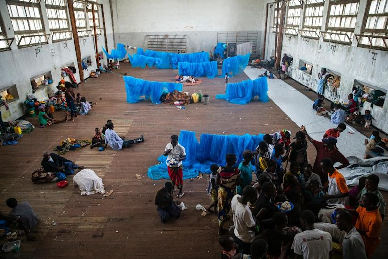 Cyclone survivors shelter in a school in Beira, Mozambique (AFP Photo/WIKUS DE WET)
