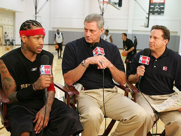Steve Mix (middle) appears with Allen Iverson and Bruce Beck in 2003. (Getty Images)
