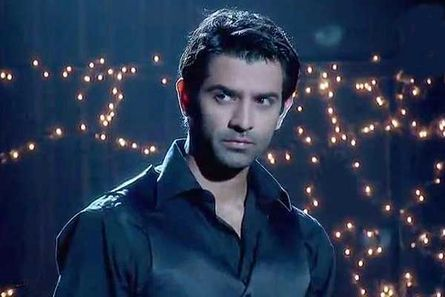 Barun Sobti: He became the cynosure of all eyes with serials like Baat Hamari Pakki hai and Iss Pyar ko kya naam doon. The fan following followed when he debuted with Main aur Mr. Right. His fans are now looking forward to his next.