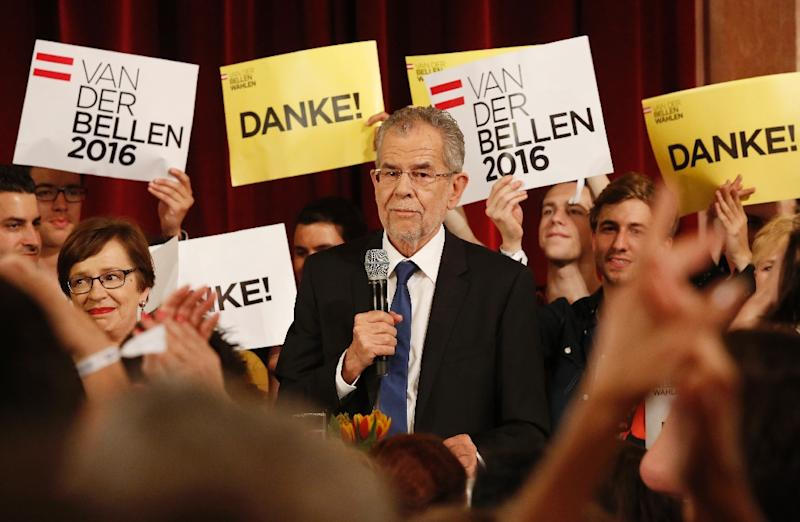 The green candidate for Austrian Presidency Alexander Van der Bellen delivers a speech to his supporters in Vienna on May 22, 2016 (AFP Photo/Dieter Nagl)