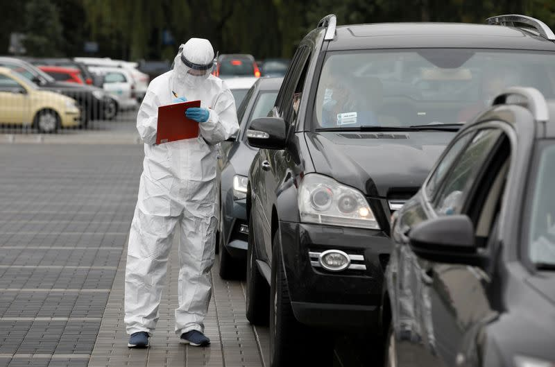 Poland's virus cases rise over 40%, Warsaw to face new curbs