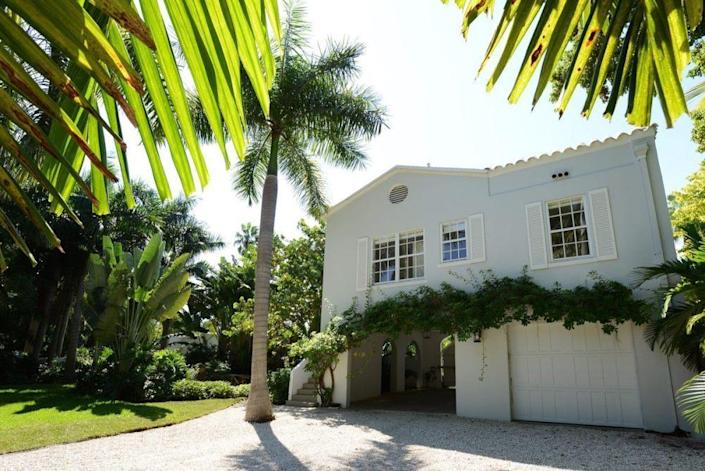 <p><i>You emerge through the gates onto a 30,000-square-foot property that includes a main house, a two-bedroom gate house and a cabana overlooking the pool and Biscayne Bay. (<i>Photo: Joe Raedle/Getty Images)</i><br></i></p>