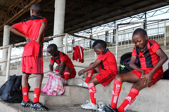 XDI11. Nairobi (Kenya), 29/05/2018.- Players of the Lion Stars, Kenya's first dwarf soccer team, prepare for a training session at the City Stadium in Nairobi, Kenya, 29 May 2018 (issued 14 July 2018). Lion Stars is an eight member men's dwarf soccer team, the first of their kind in Kenya, with players aged between 18 and 47 years old. Led by Gabriel Ochieng, a volunteer coach, the team aims transition from a recreational to a competitive one. They are planning to head to Argentina for the Copa Argentina tournament in October 2018 for friendly matches they have been invited to. Dwarf soccer has different rules to the mainstream version, in the interests of player safety. Headers are banned, for instance, to prevent spinal injuries, and if a player heads the ball, the other team will be awarded a free kick. Lion Stars is the only dwarf soccer team in East Africa and is working towards bringing Tanzania, Uganda and Rwanda into the fold. However, the team is facing several challenges, including financial sponsorship that would enable them to further their sporting endeavors. 'We face the challenge of ground, we face a challenge of balls, we face challenge of corns, we face challenge of uniform,' volunteer coach Ochieng said. They have reached out to the Kenyan government and well-wishers for help. The team was established with the help of the 'Short Stature Society of Kenya' to help counter stigmatization against people of short stature in the country by engaging in activities such as motivational speaking, theater, and community work as well as sporting activities such as weight-lifting, badminton and soccer. (Futbol, Amistoso, Kenia, Ruanda) EFE/EPA/DANIEL IRUNGU ATTENTION: This Image is part of a PHOTO SET