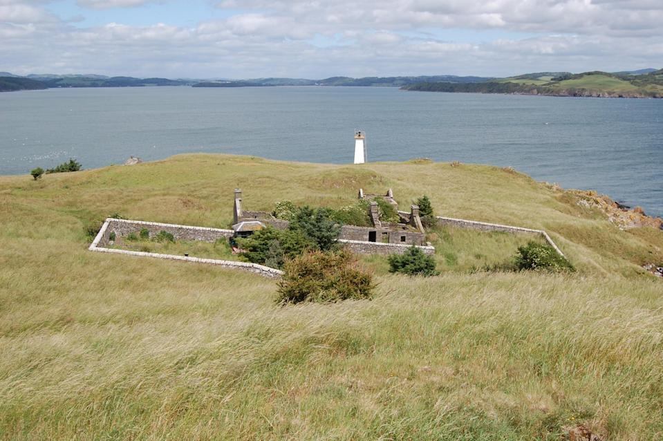 <p>There is a six bedroom, B-listed cottage and courtyard, though the lighthouse tower is not part of the deal. The lighthouse is owned and managed by the Commissioners for Northern Lighthouses, who make regular maintenance visits to the property throughout the year. </p>