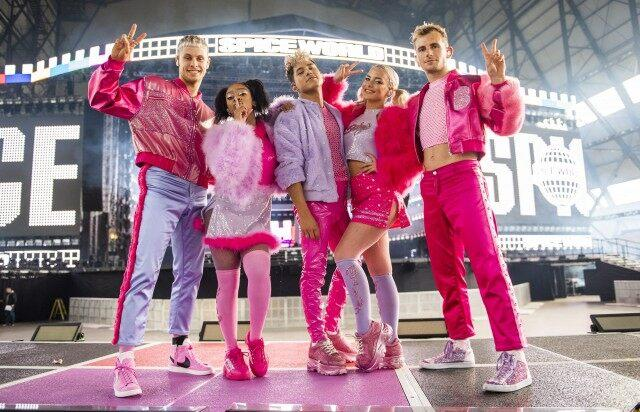 Baby Spice Dancers