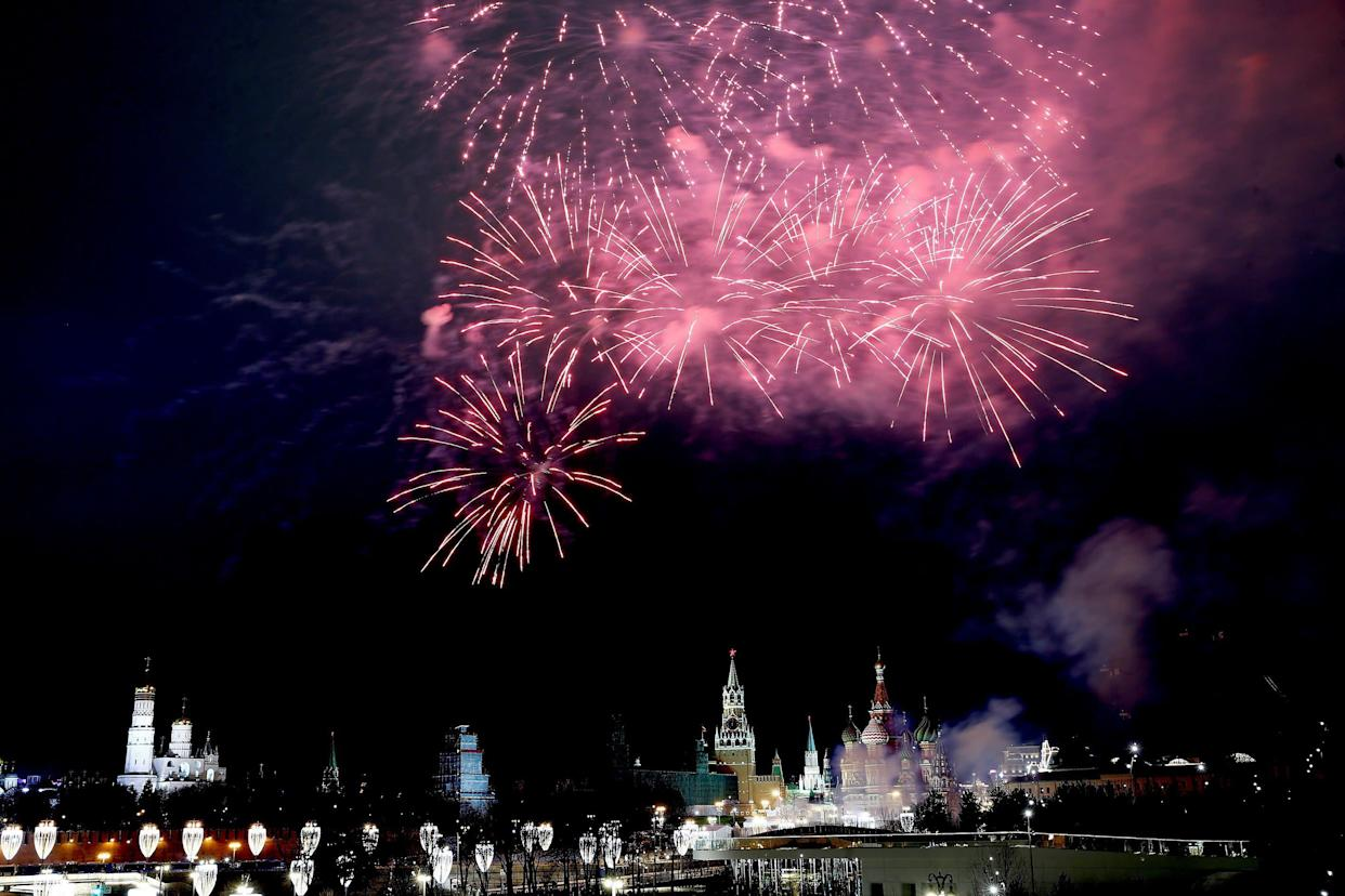Fireworks light up the sky over the Bolshoy Kamenny Bridge with the Red Square and Kremlin Palace in the background during New Year's celebrations in Moscow, Russia on January 1, 2018. (Photo: Anadolu Agency via Getty Images)