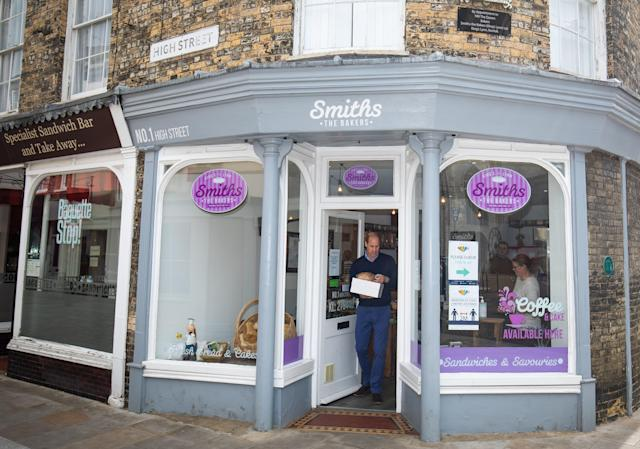 The Duke of Cambridge carries baked goods and pastries as he leaves Smiths the Bakers. (Getty Images)