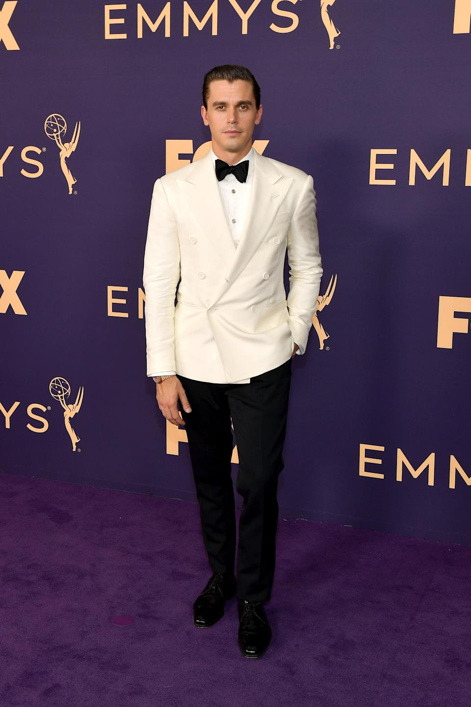 """<h1 class=""""title"""">Antoni Porowski in custom Ralph Lauren Purple Label and Fred Leighton and Omega jewelry</h1><cite class=""""credit"""">Photo: Getty Images</cite>"""