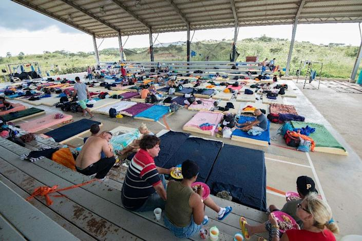 Part of a group of 300 Cuban migrants rest in a shelter in La Cruz, Costa Rica, near the border with Nicaragua on November 26, 2015 (AFP Photo/Ezequiel Becerra)