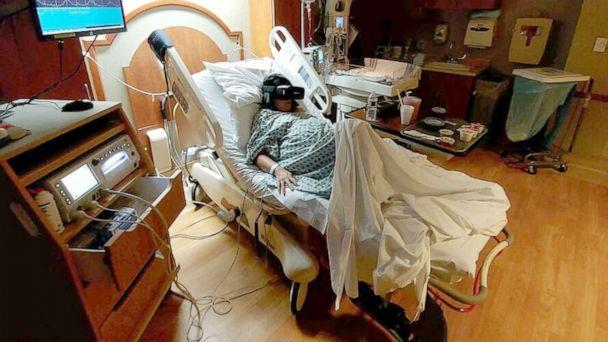 PHOTO: Erin Martucci, of New York, used virtual reality while in labor with her daughter Catherine. (Courtesy Michael Martucci)