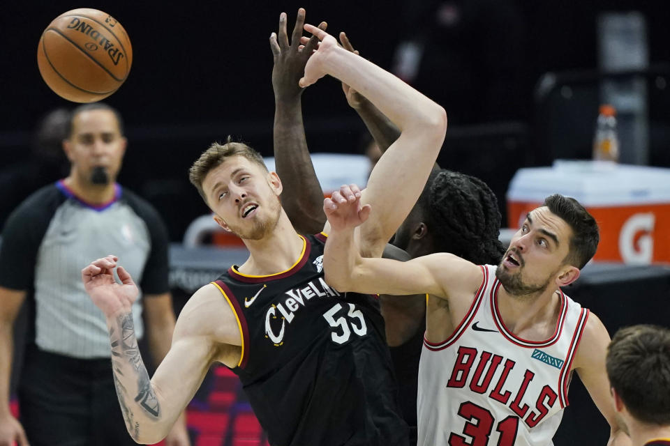 Chicago Bulls' Tomas Satoransky (31) and Cleveland Cavaliers Isaiah Hartenstein (55) watch the ball get away on a rebound during the second half of an NBA basketball game Wednesday, April 21, 2021, in Cleveland. (AP Photo/Tony Dejak)