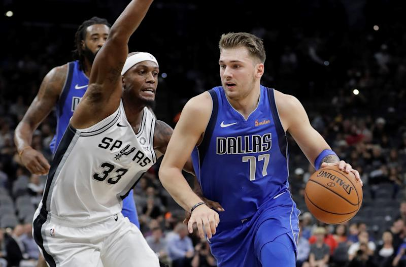 San Antonio Spurs down Dallas Mavericks in overtime
