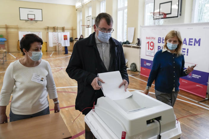 A man casts his ballot at a polling station during the parliamentary elections in Moscow, Russia, Friday, Sept. 17, 2021. Russia has begun three days of voting for a new parliament that is unlikely to change the country's political complexion. There's no expectation that United Russia, the party devoted to President Vladimir Putin, will lose its dominance in the State Duma. (AP Photo/Pavel Golovkin)