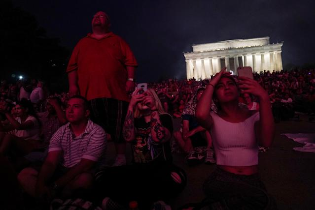 <p>People watch fireworks during the 4th of July Independence Day celebrations at the National Mall in Washington, July 4, 2018. (Photo: Toya Sarno Jordan/Reuters) </p>