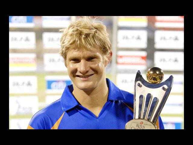 4) Shane Watson:  Someone tell us how good can Shane Watson be? We like men who wear different hairstyles, different season. And this rugged Australian cricketer has done just that. From Emo bangs, to messy cut, to perfectly coiffure tresses and gelled back hair, he came, sported 'em all and conquered.