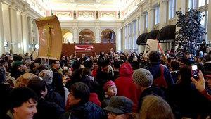 Hundreds of Idle No More protestors filled Vancouver's Waterfront Station on Wednesday afternoon.