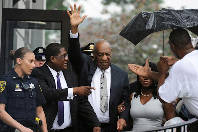<p>JUN. 17, 2017 – Actor and comedian Bill Cosby (C) waves as he departs after a judge declared a mistrial in his sexual assault trial at the Montgomery County Courthouse in Norristown, Pennsylvania. (Photo: Charles Mostoller/Reuters) </p>