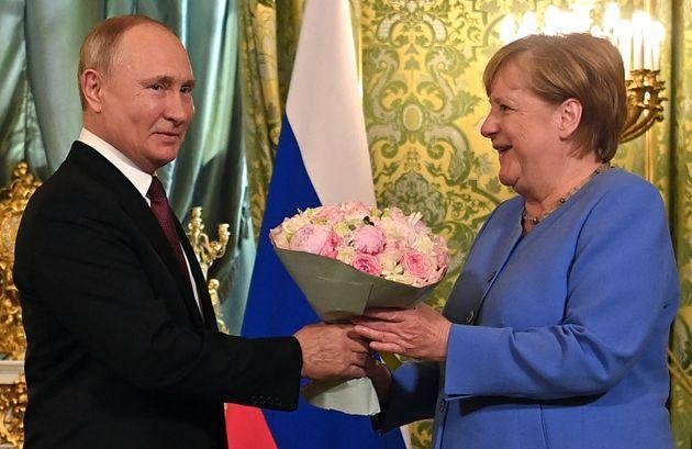 Russian President Vladimir Putin (L) welcomes German Chancellor Angela Merkel with a bouquet of flowers during their meeting at the Kremlin in Moscow on August 20, 2021. - The trip will be the 20th and last visit to Russia for Angela Merkel as German Chancellor, who bows out of politics following an election in Germany on September 26, 2021. (Photo by Evgeny ODINOKOV / SPUTNIK / AFP) (Photo by EVGENY ODINOKOV/SPUTNIK/AFP via Getty Images) (Photo: EVGENY ODINOKOV via Getty Images)