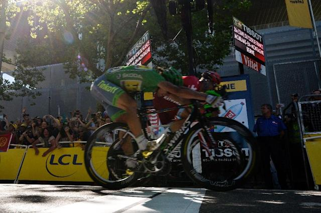 Slovakia's Peter Sagan (front), wearing the best sprinter's green jersey crosses the finish line ahead of Norway's Alexander Kristoff (back) at the end of the 209 km sixteenth stage of the 103rd edition of the Tour de France on July 18, 2016 (AFP Photo/Alix Guigon )