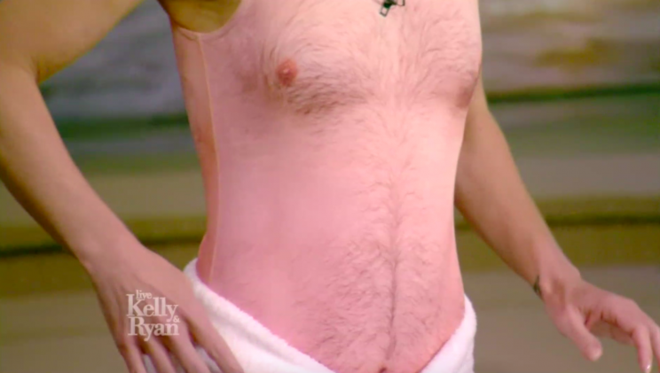 Kelly Ripa shows off the dad-bod swimsuit on <em>Live With Kelly and Ryan</em>.