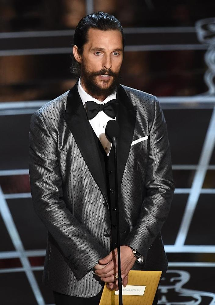 Matthew McConaughey presents an award on stage at the 87th Oscars on February 22, 2015 (AFP Photo/Robyn Beck)