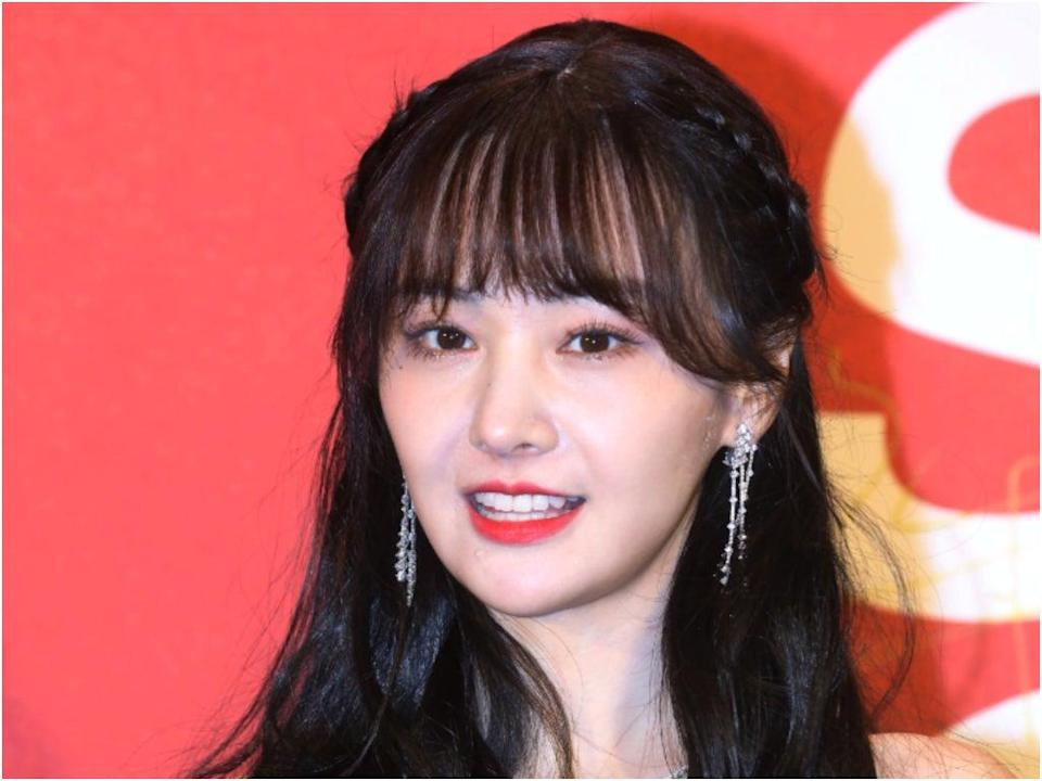 File image: Zheng Shuang posing for photos at the 28th Style Gala Awards in Beijing (Getty Images)