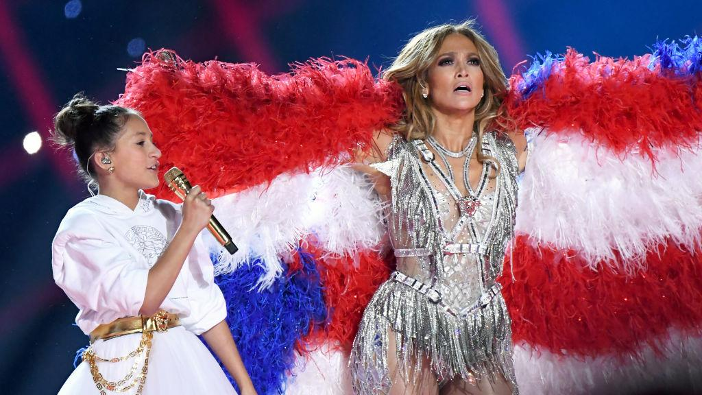A custom feather boa of the Peurto Rican/American flags gave a nod to JLo's heritage [Photo: Getty]