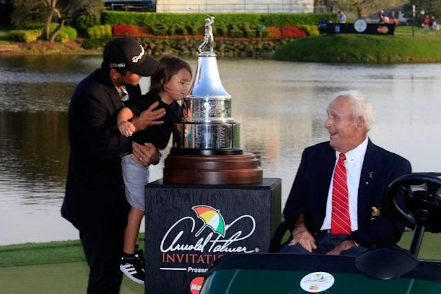 """Mr. Palmer handed out the API trophy for the final time last year to <a class=""""link rapid-noclick-resp"""" href=""""/pga/players/7542/"""" data-ylk=""""slk:Jason Day"""">Jason Day</a>. (Getty Images)"""
