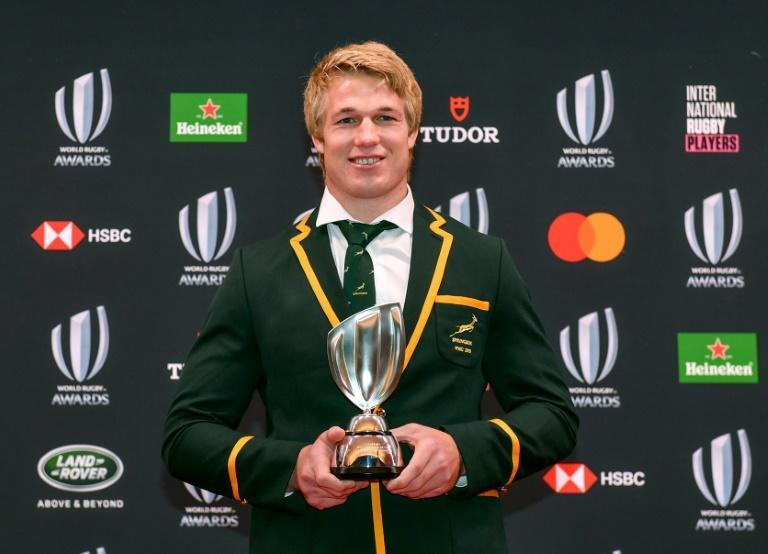 Springbok Pieter-Steph du Toit poses with the 2019 World Rugby Player of the Year trophy at the awards ceremony in Tokyo last November.