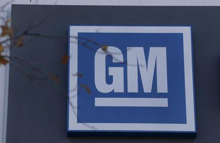 Unifor, General Motors remain at bargaining table while midnight strike deadline looms
