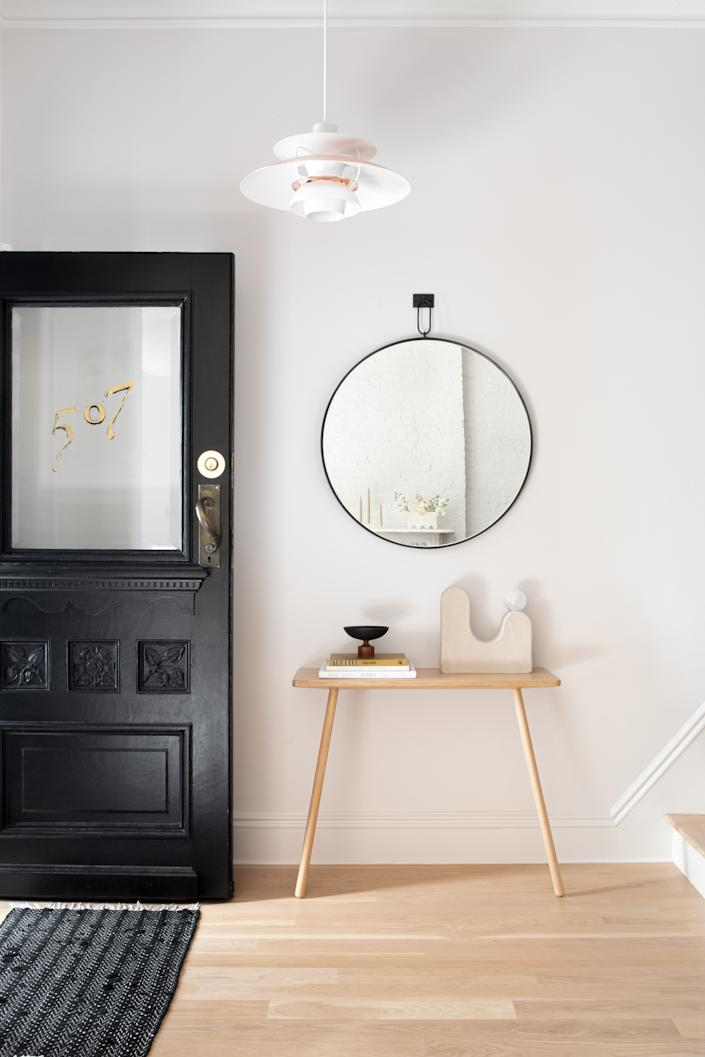 """<div class=""""caption""""> No matter the size and shape of your entryway, try to keep it clear and bright. </div>"""