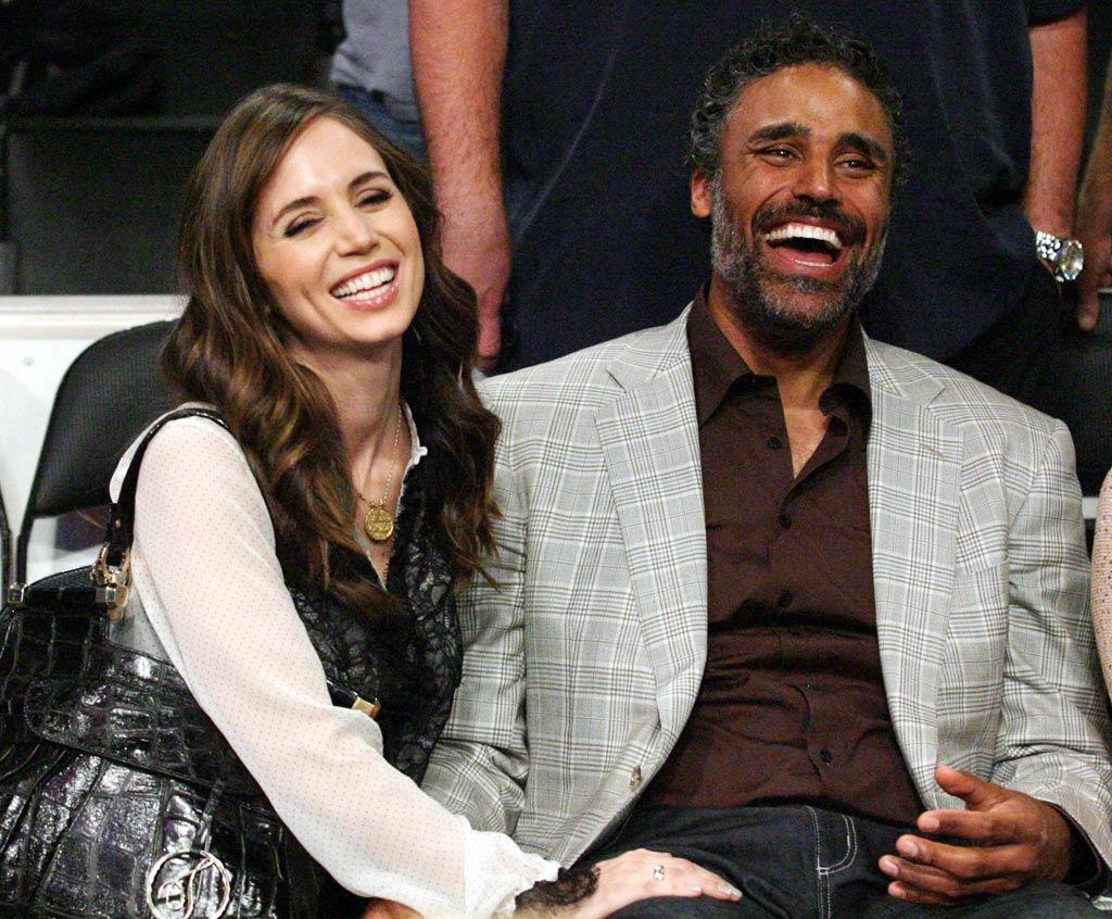 """Eliza Dushku enjoyed an LA Lakers basketball game with one of the team's former players -- her beau Rick Fox. London Ent/<a href=""""http://www.splashnewsonline.com"""" target=""""new"""">Splash News</a> - May 19, 2010"""
