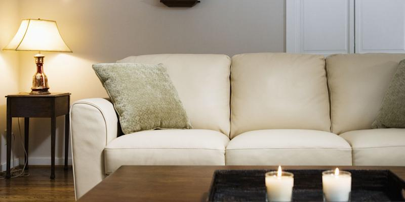 what 39 s the difference between a couch and a sofa. Black Bedroom Furniture Sets. Home Design Ideas