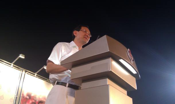 Transport minister and PAP candidate for East Coast GRC Raymond Lim says that the metaphorical 'bus' that had been raised by WP chief Low Thia Khiang is no ordinary bus. (Yahoo! photo / Jeanette Tan)