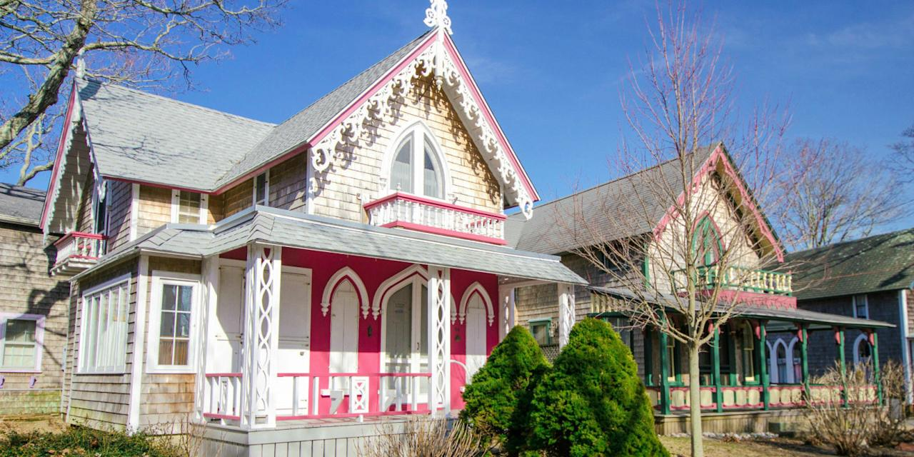 The gingerbread cottage village on martha 39 s vineyard is for Martha s vineyard gingerbread cottages