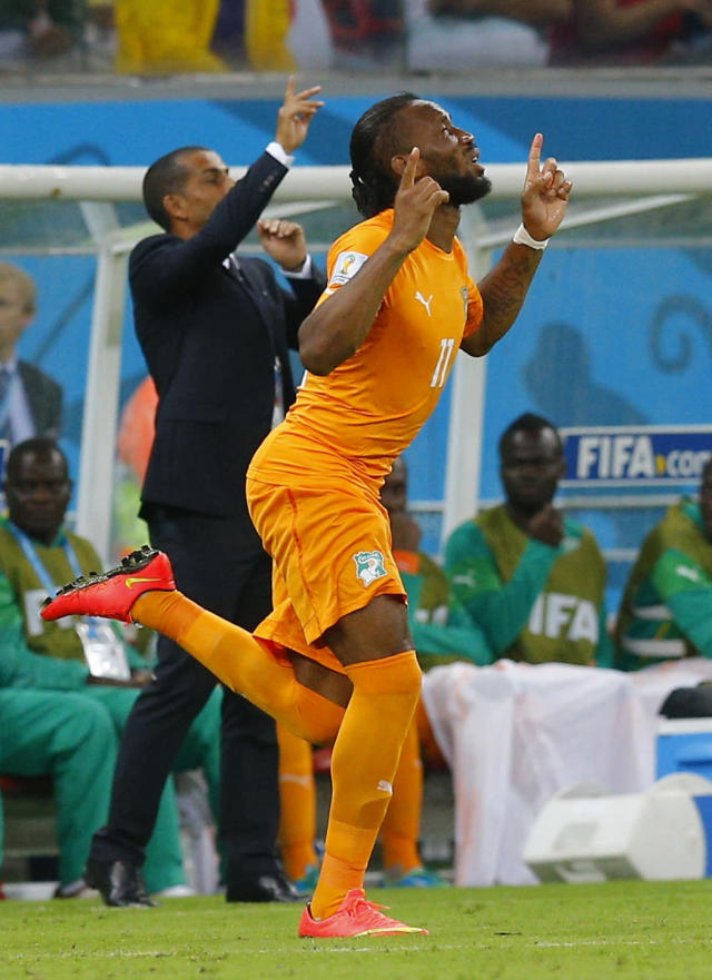 Ivory Coast's Didier Drogba runs onto the field, after replacing Geoffroy Serey Die in a tactical substitution, during their 2014 World Cup Group C soccer match against Japan at the Pernambuco arena in Recife, June 14, 2014. REUTERS/Brian Snyder (BRAZIL - Tags: SOCCER SPORT WORLD CUP)