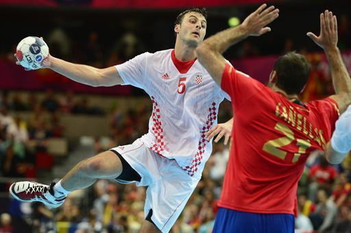 Croatia's Domagoj Duvnjak (L) vies with a Spanish player during the men's preliminary Group B handball match Spain vs Croatia for the London 2012 Olympics Games on August 6, 2012 at the Copper Box hall in London. AFP PHOTO/ JAVIER SORIANO
