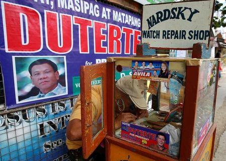 u s says it will work with controversial new philippines leader