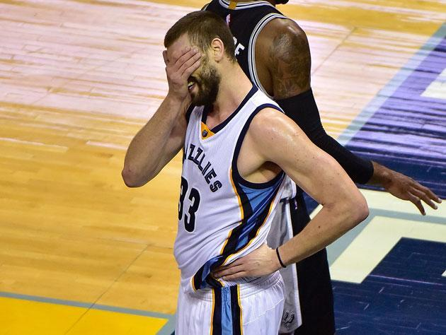 "<a class=""link rapid-noclick-resp"" href=""/nba/players/4325/"" data-ylk=""slk:Marc Gasol"">Marc Gasol</a> struggled at times against San Antonio. (Getty Images)"