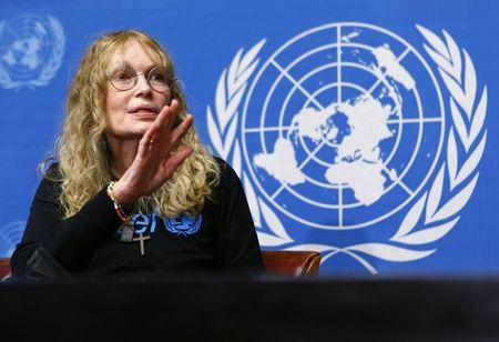 U.S. actress and UNICEF Goodwill ambassador Mia Farrow gestures during a news conference at the United Nations European headquarters in Geneva November 14, 2013.REUTERS/Denis Balibouse